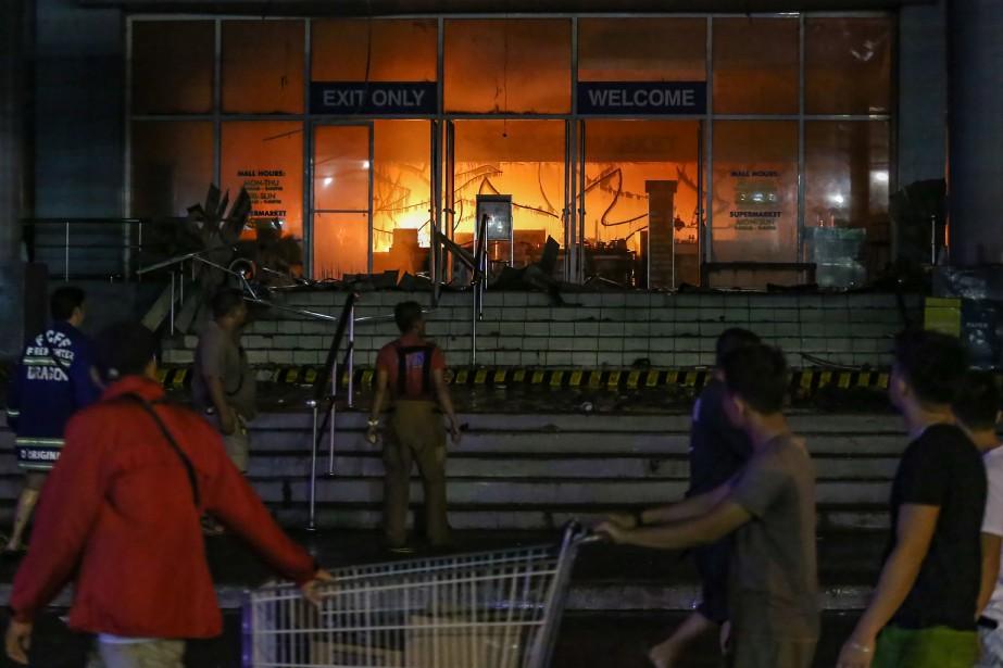 Le responsable de la protection contre les incendies... (AFP)