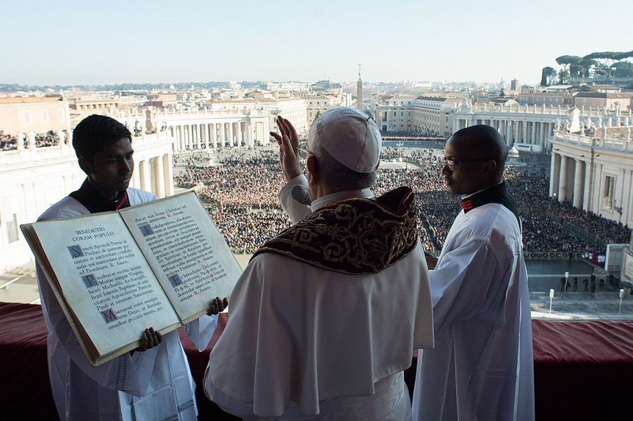 Le pape a prononcé la traditionnelle bénédiction «Urbi... (OSSERVATORE ROMANO, STRINGER VIA AFP)