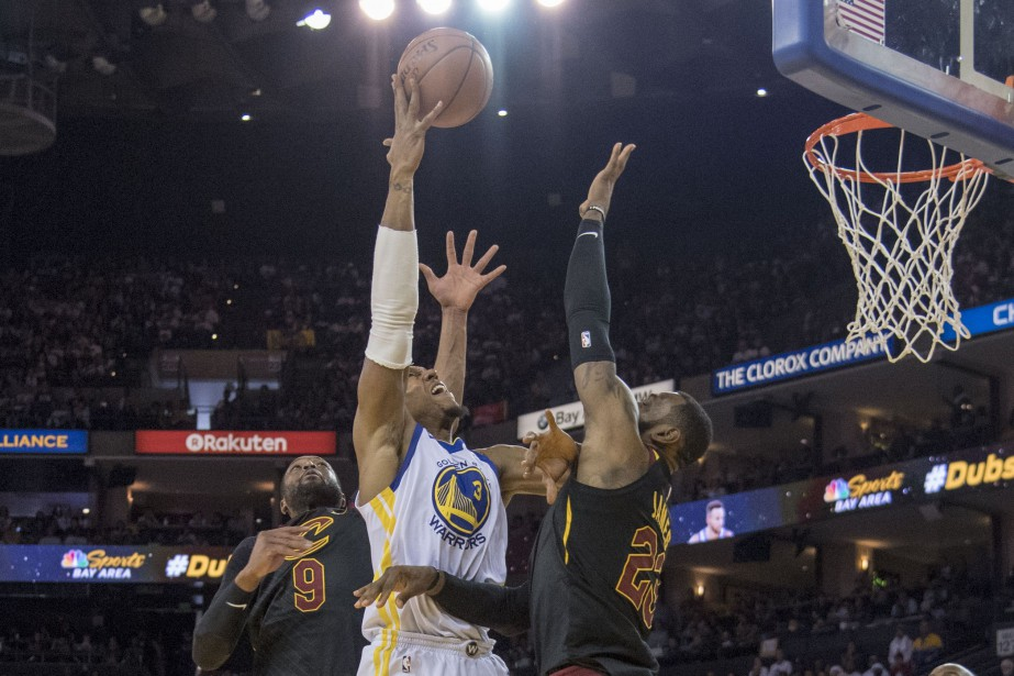 David West tente d'atteindre le panier.... (USA TODAY Sports)