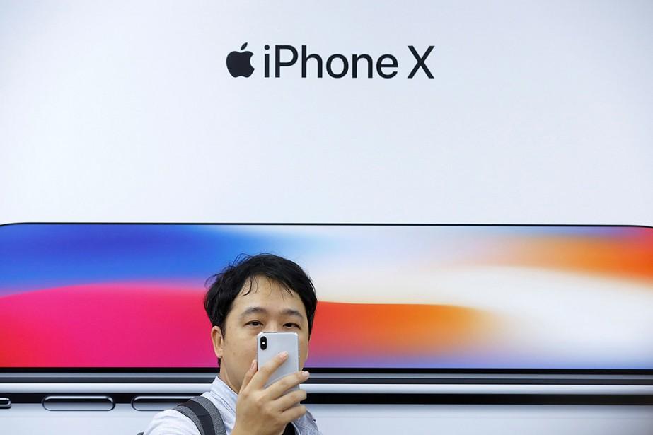 Apple a reculé après la publication d'informations dans... (Thomas Peter, archives REUTERS)