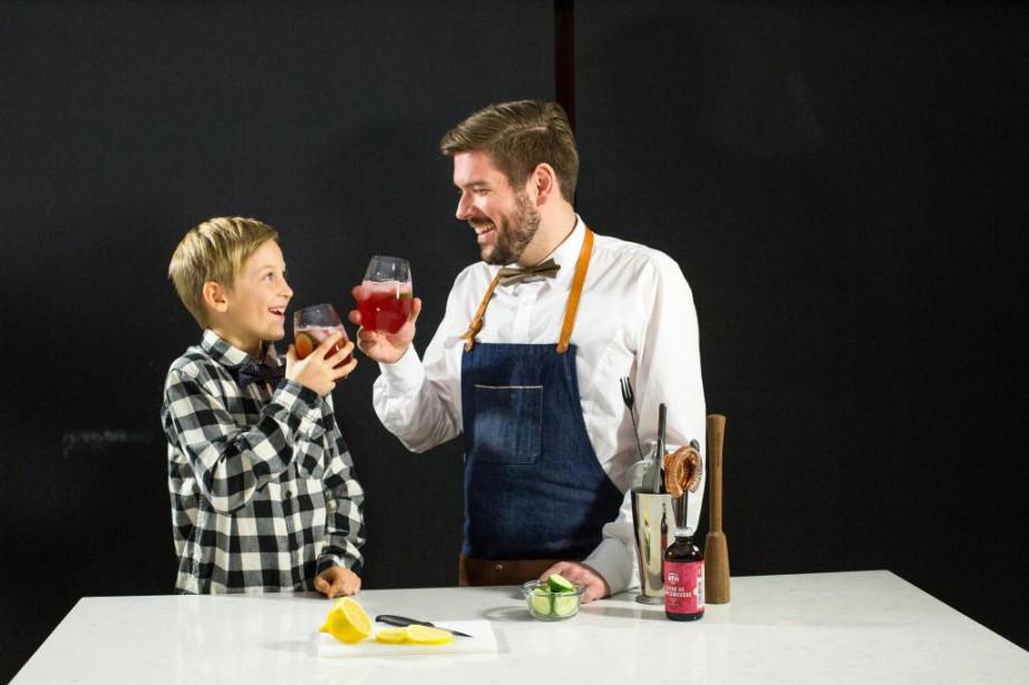 Patrice Plante, alias Monsieur Cocktail, propose des cocktails... (Photo Martin Tremblay, La Presse)