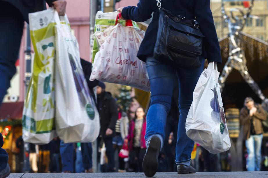 Selon IHS Markit, la bonne confiance des consommateurs,... (PHOTO ARCHIVES Reuters)
