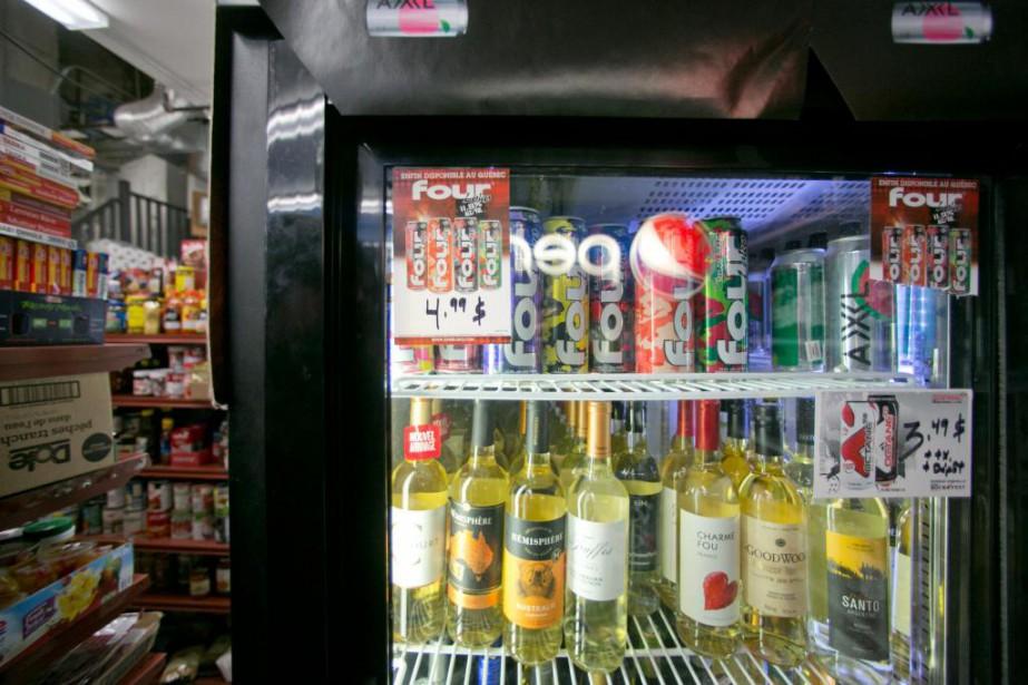 Le Four Loko et 33autres produits similaires du... (PHOTO DAVID BOILY, LA PRESSE)