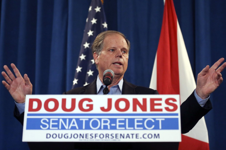 Doug Jones prêtera serment le 3 janvier à... (PHOTO AP)