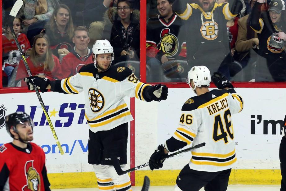 Ryan Spooner célèbre son 2e but.... (Photo La Presse canadienne)