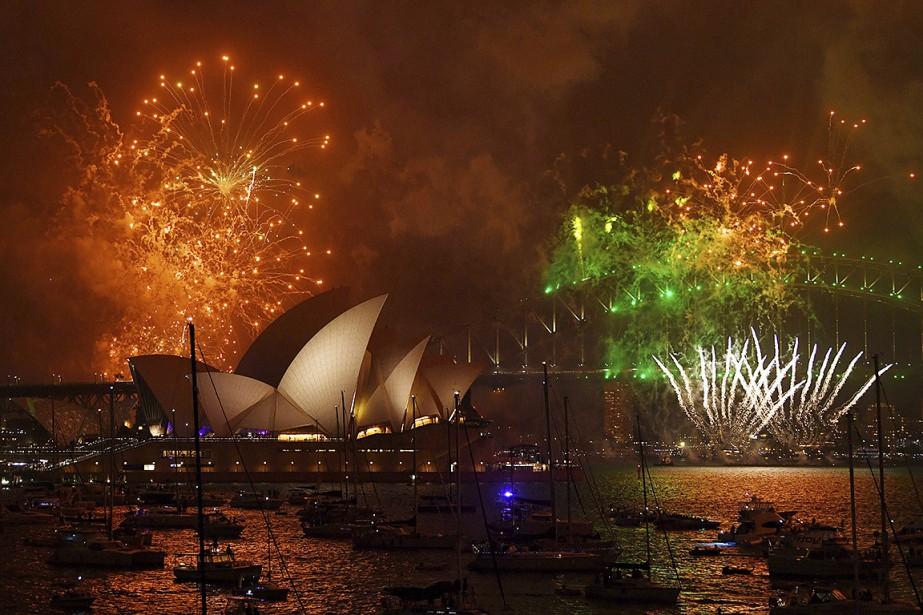 Feux d'artifice à Sydney pour célébrer l'arrivée de... (David Moir, AAP Image via AP)