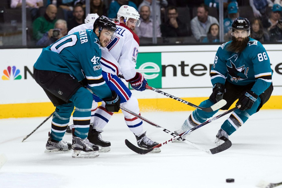 Les défenseurs Brent Burns (88) et Joakim Ryan (47), des Sharks, et le centre Torrey Mitchell, des Canadiens, lors du match du 17 octobre 2017 à San Jose. | 2 janvier 2018