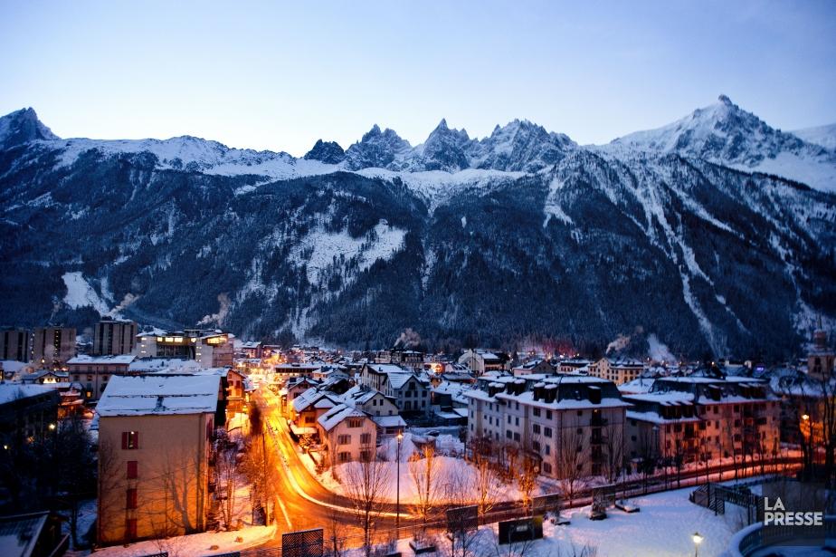 Tout le domaine skiable de Chamonix était fermé... (PHOTO MARCO CAMPANOZZI, LA PRESSE)