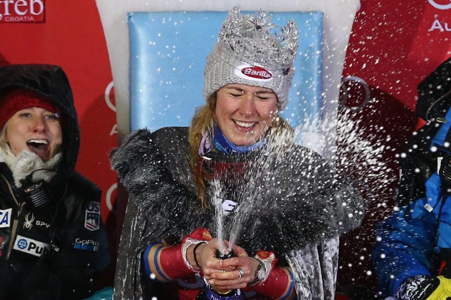 Mikaela Shiffrin a sabré le champagne sur le... (Photo Antonio Bronic, Reuters)