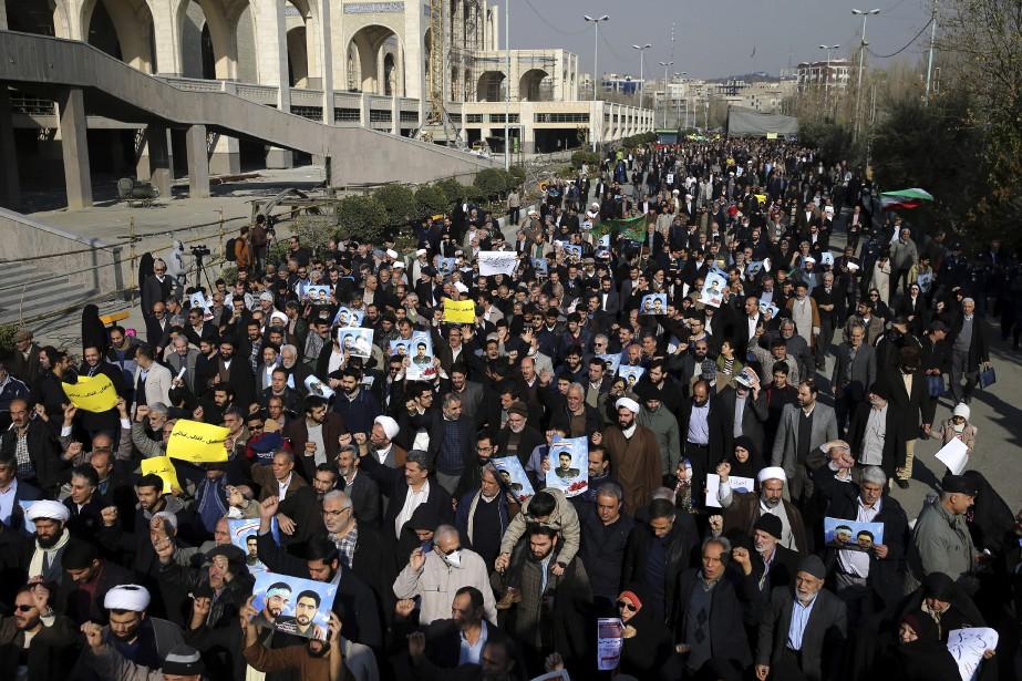 Des manifestants à Téhéran le 5 janvier 2018.... (AP)