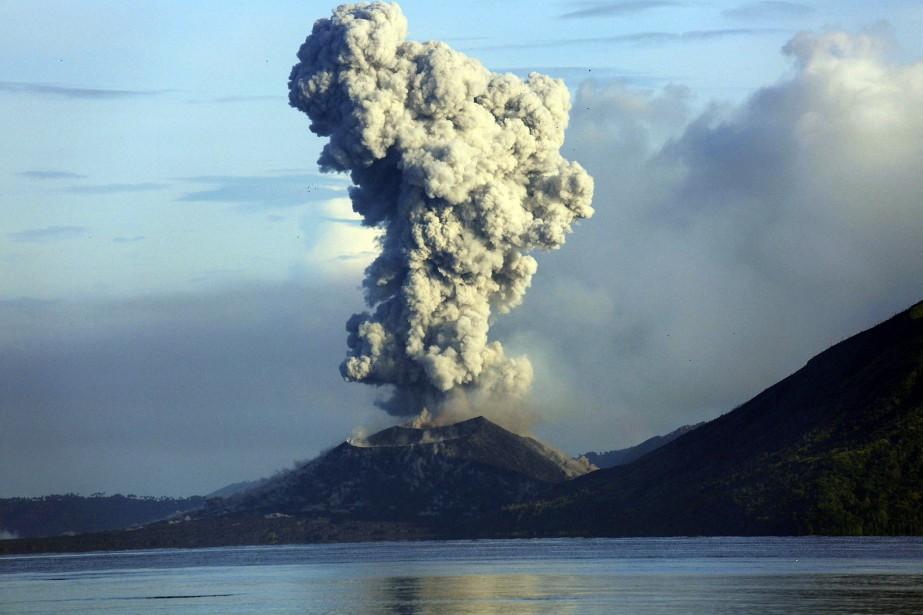 De la fumée s'était échappée du mont Tavurnur... (Photo NESS KERTON, archives Agence France-Presse)