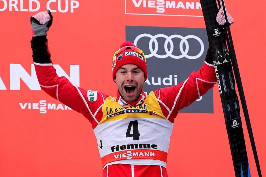 Alex Harvey célèbre sa première médaille remportée auTour... (PHOTO ANDREA SOLERO, AP/ANSA)