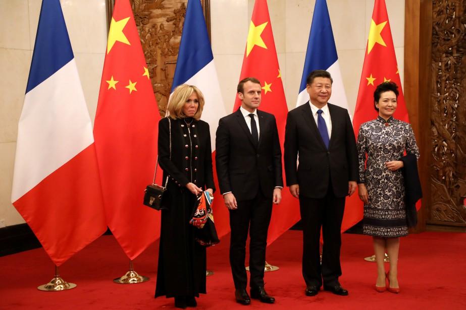 Le président français et Brigitte Macron sont arrivés... (REUTERS)