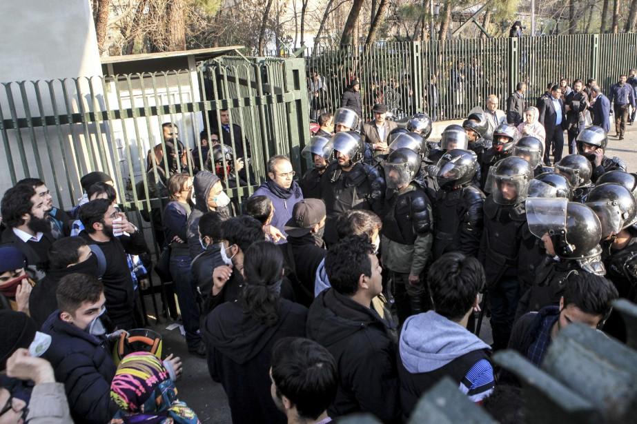 Les manifestations, provoquées en réaction au taux de... (AP)