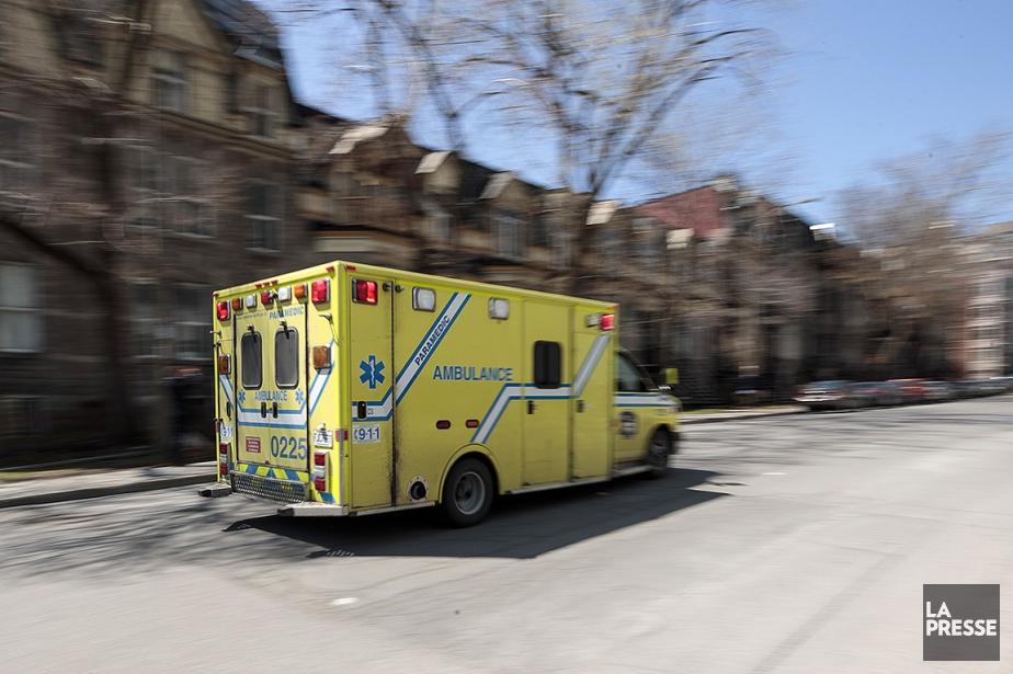 La victime a été transportée à l'hôpital, mais... (HUGO-SEBASTIEN AUBERT, ARCHIVES LA PRESSE)