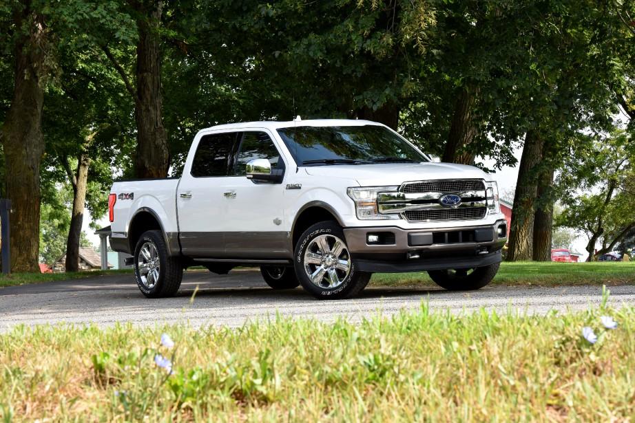 L'effet d'un plein de super sur un  Ford F-150 : Les camionnettes semblent tirer un certain avantage de l'essence super. C'est le cas du F-150 de Ford, qui améliore sa consommation moyenne de 5% et sa puissance de 2,1 %. Avec un prix à la pompe de 20 à 25 % plus élevé pour du super, ça n'en fait pas une aubaine pour autant. | 9 janvier 2018