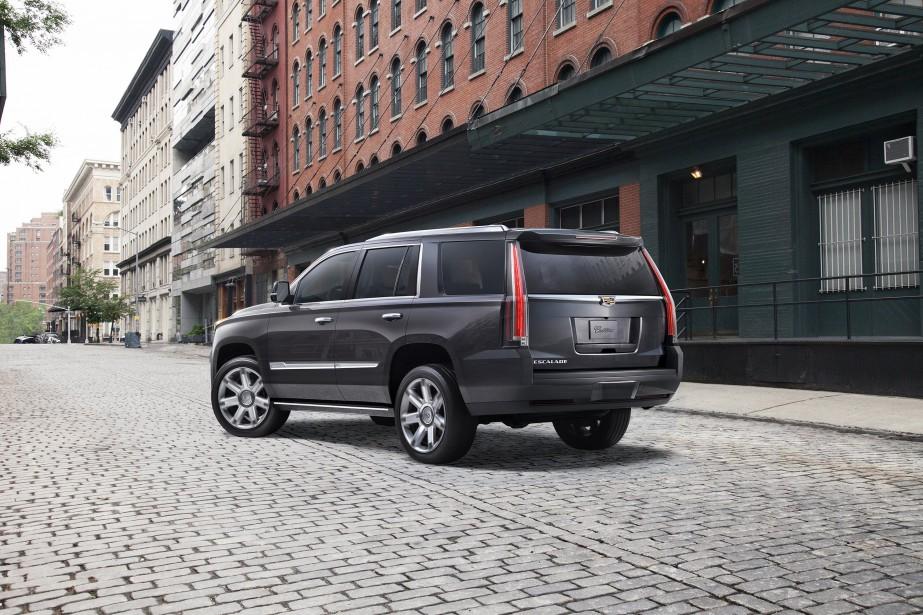 L'effet d'un plein de super sur un  Cadillac Escalade : Un mince gain en chevaux-vapeur de 0,7 % pour ce gros VUS de luxe n'attirera personne. En revanche, sa consommation d'essence moyenne chute de 7,1 % en passant au super, ce qui représente l'écart le plus important observé par l'AAA dans ses essais.   | 9 janvier 2018