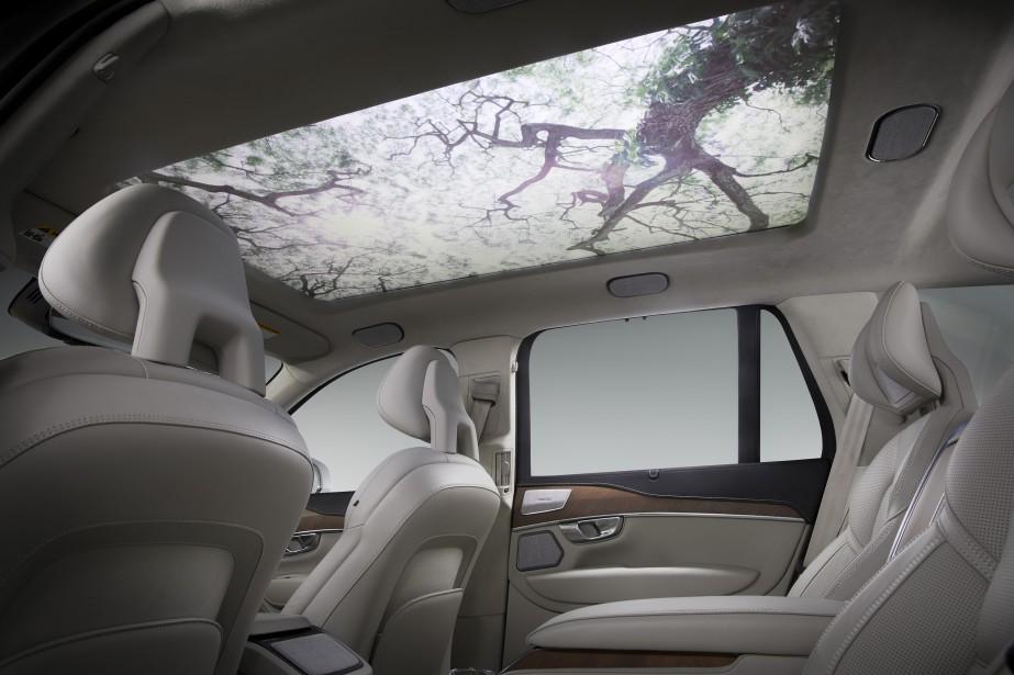 Harman pense que bien-être des automobilistes de l'avenir serait aidé en projetant ces images sylvestres au plafond, tout en diffusant dans la cabine des sons et de la musique de circonstance. | 11 janvier 2018