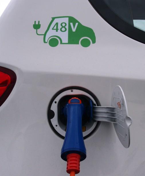 Selon Valéo, utiliser un système électrique 48 volts (au lieu de 400 volts) rend la voiture plus abordable. | 12 janvier 2018