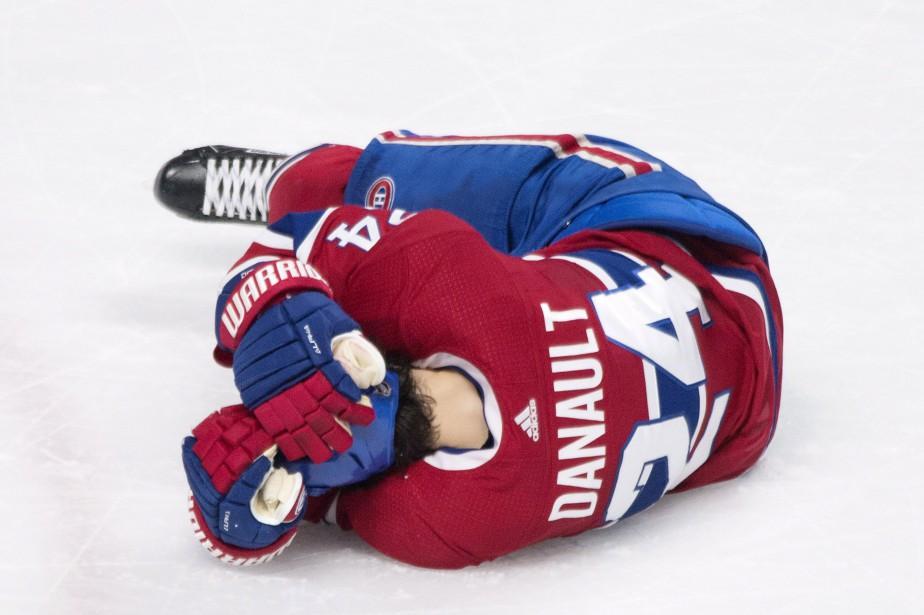 Phillip Danault évacué sur civière après un tir à la tête   Hockey