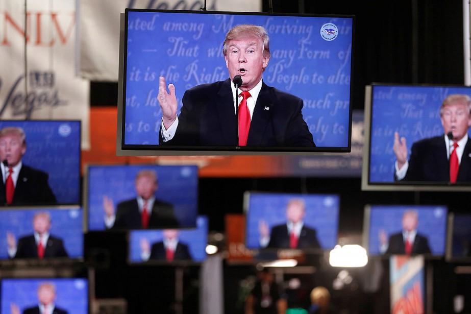 Donald Trump apparaît sur des téléviseurs lors d'un... (PHOTO JIM URQUHART, ARCHIVES REUTERS)