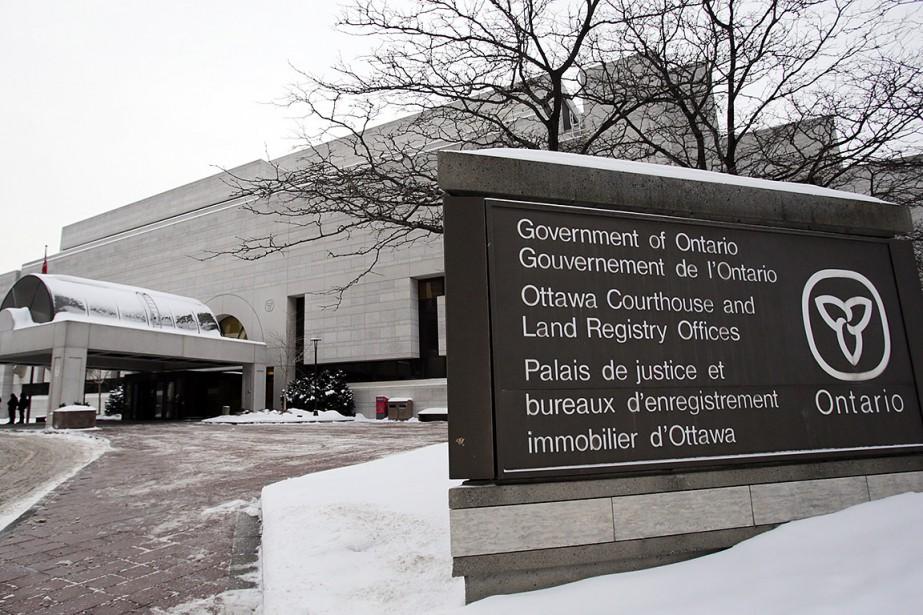 Sur cette photo, le palais de justice d'Ottawa,... (Mike Carroccetto, archives AFP)