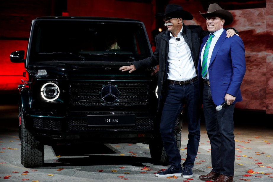 L'acteur Arnold Schwarzenegger et le PDG de Daimler, Dieter Zetsche, lors du dévoilement du nouveau Mercedes G-Class. | 15 janvier 2018