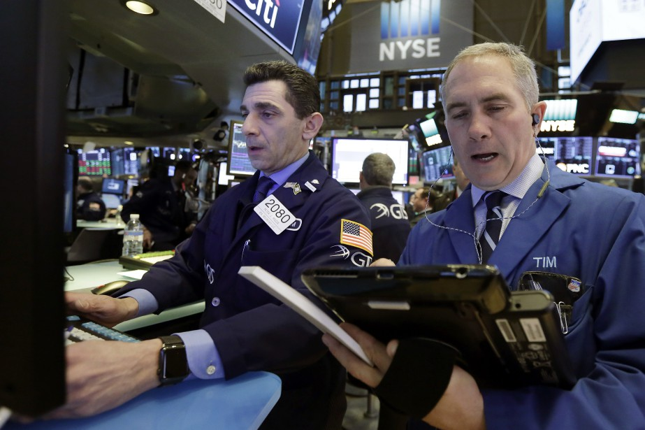 Le Dow Jones a reculé de 10,33 points... (PHOTO AP)