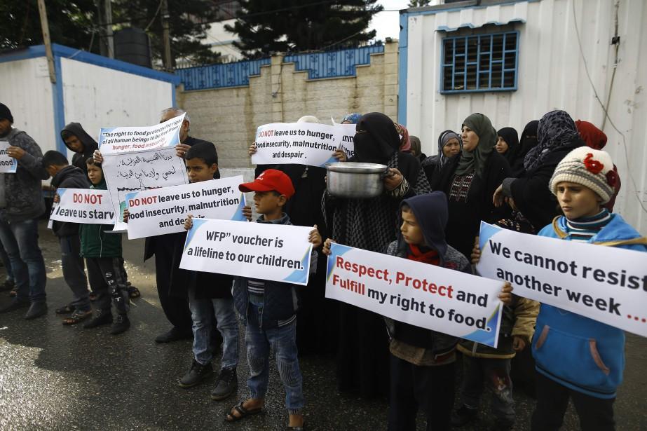 Des Palestiniens manifestent à Gaza pour dénoncer les... (PHOTO MOHAMMED ABED, AFP)