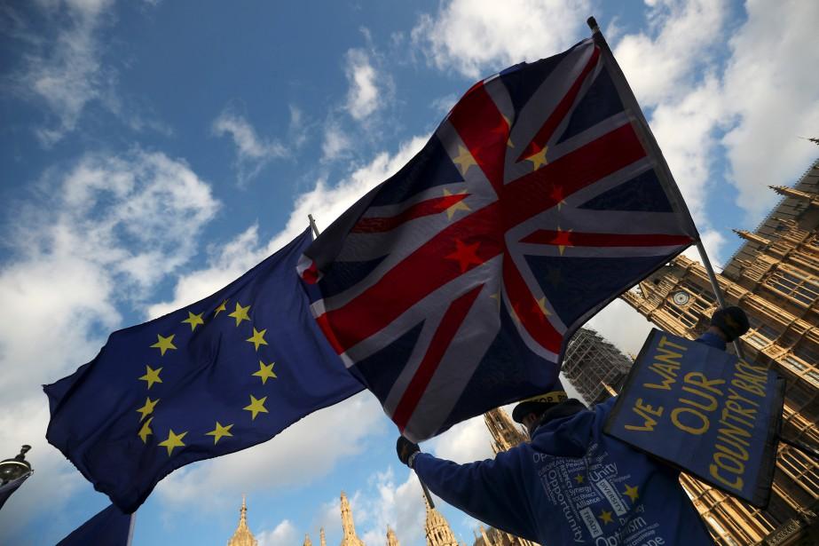 Un manifestant anti-Brexit manifeste devant lesChambres duParlement, à... (PHOTO REUTERS)