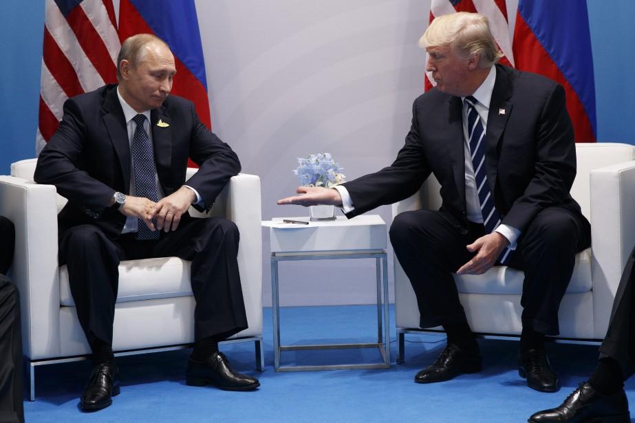 Le président russe Vladimir Poutine et son homologue... (PHOTO Evan Vucci, AP)