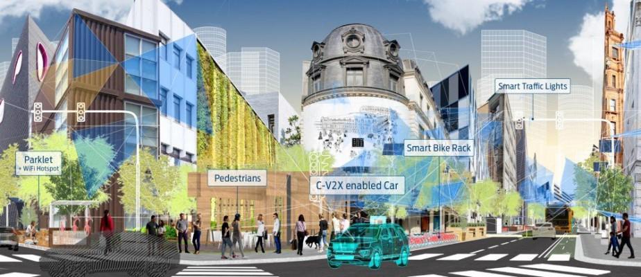 <strong>Ford C-V2X -</strong>Ford compte déjà 700 000 véhicules connectés sur les routes. Pour simplifier l'émergence de cette technologie, Ford s'est associée à Qualcomm afin de créer des normes pour que tous ces véhicules parlent la même langue. Le résultat : C-V2X, une combinaison de communication sans fil de voiture à voiture, de la voiture aux piétons et de la voiture aux infrastructures. «Avec ou sans couverture cellulaire», dit-il, pour rendre le défi un peu plus complexe. (Ford)