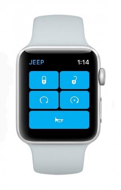 <strong>Une iWatch pour le Wrangler -</strong>Le Wrangler a des airs précambriens, mais ce 4x4 de la belle époque a reçu une interface multimédia rafraîchie, dont un écran tactile de 8,4 po et une connexion cellulaire LTE. Jeep a dévoilé deux applications pour iPhone, la première permettant de configurer son propre Wrangler dans un environnement de réalité augmentée, et la seconde permettant de démarrer le moteur, de klaxonner ou de déverrouiller les portières à même une montre Apple Watch. (Jeep)