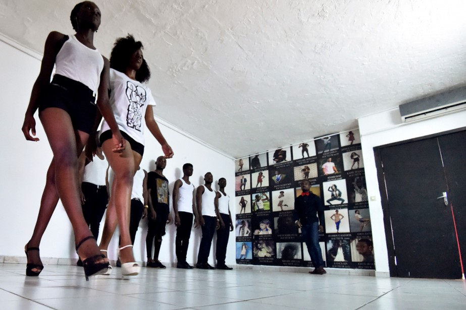 Les apprentis-mannequins de l'agence de Fatim Sidimé, top... (Photo AFP)