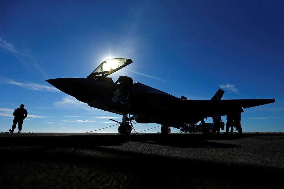 Un F-35C s'est posé sur le pont du... (PHOTO MIKE BLAKE, ARCHIVES REUTERS)