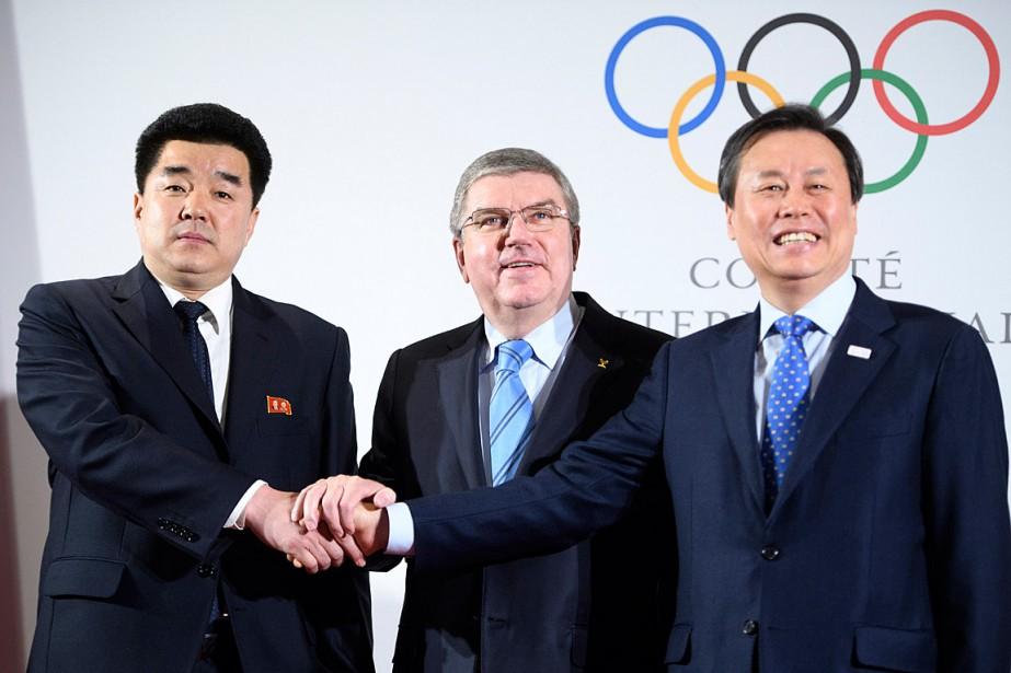 De gauche à droite: le ministre des Sports... (PHOTO ASSOCIATED PRESS)