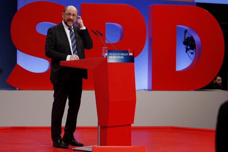 Le chef du SPD et ancien du président... (Photo Michael Probst, Associated Press)