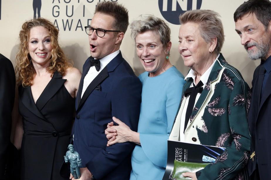 Frances McDormand (en bleu) et Sam Rockwell (lunettes)... (PHOTO REUTERS)