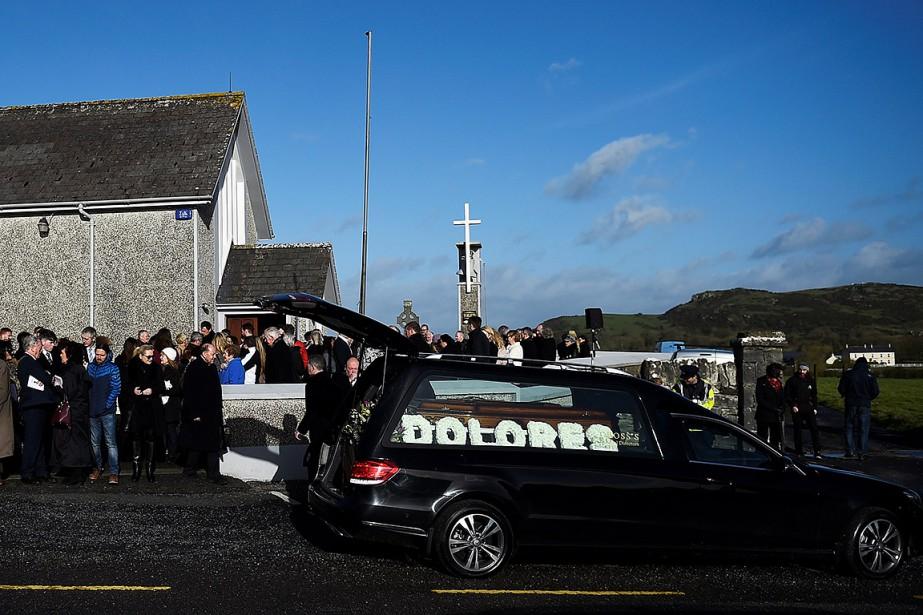 À l'issue de la messe, son cercueil a... (Clodagh Kilcoyne, REUTERS)