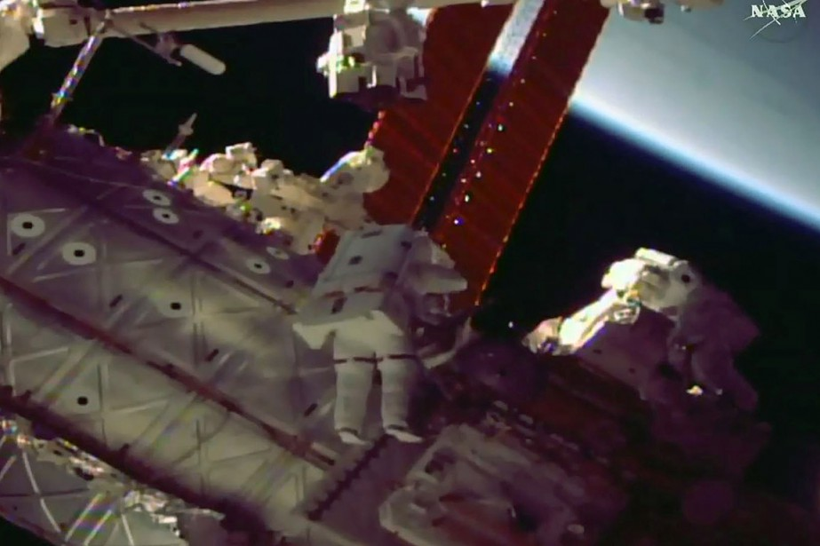 Les ingénieurs de vol Mark Vande Hei, 51... (NASA TV VIA AFP)