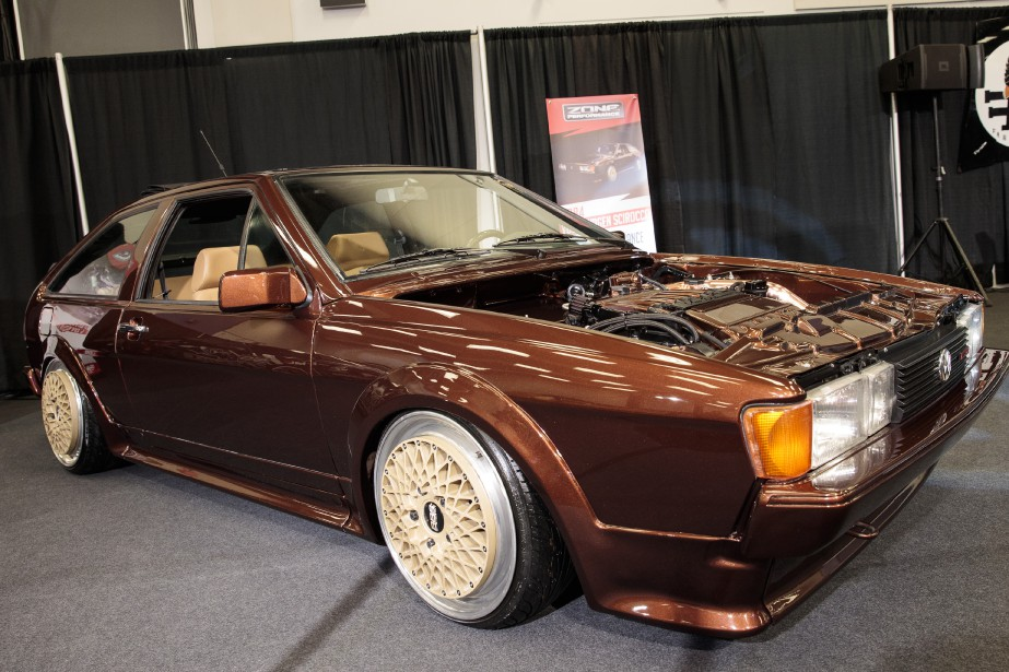 Volkswagen Scirocco 1984 - Les Européens ont encore droit au coupé Scirocco, mais chez nous, on doit se rabattre sur la nostalgie des années 80. Celle-ci fait tout de même le pont entre le passé et le présent grâce à une mécanique à compresseur volumétrique particulièrement musclée empruntée à la Golf R32, et développant pas moins de 425 ch. | 23 janvier 2018