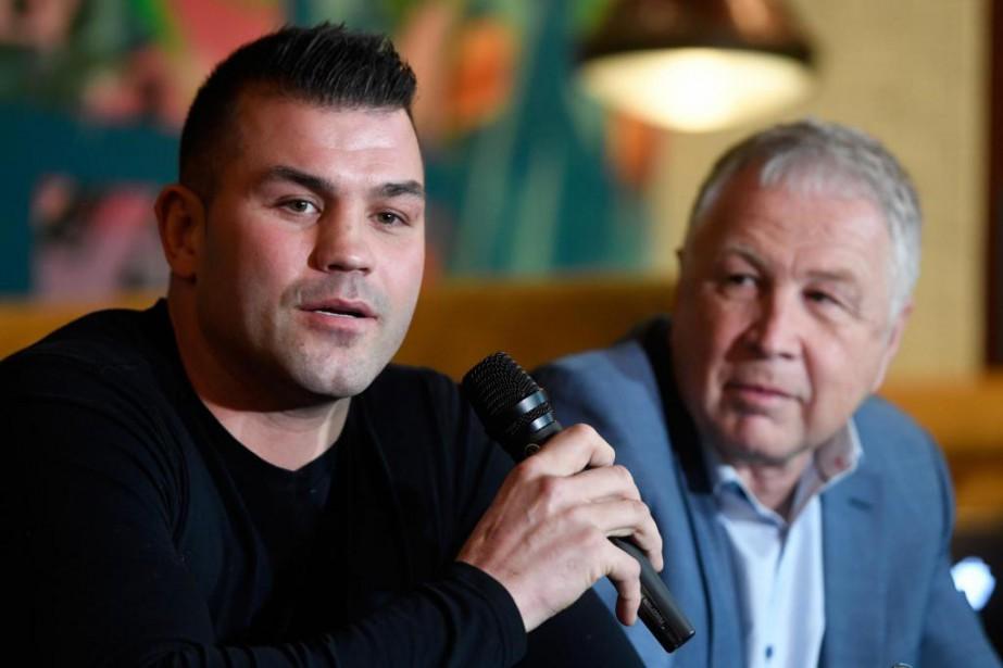 Steve Bossé et le promoteur Yvon Michel... (Photo Bernard Brault, La Presse)