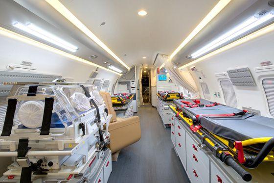 L'avion-hôpital du gouvernement du Québec compte trois civières... (Photo tirée du site web du gouvernement du Québec)