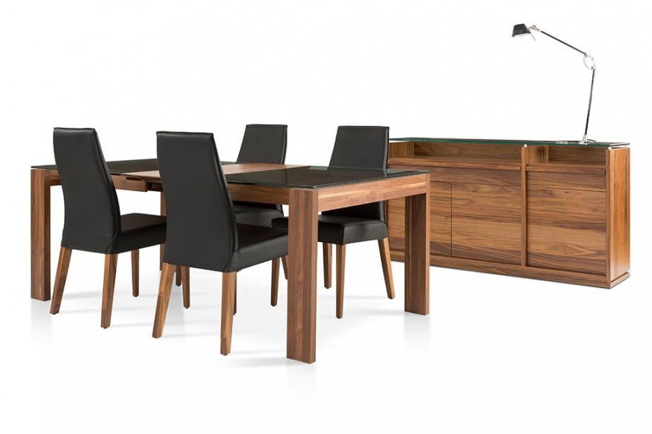 La teinte naturelle du noyer et le recouvrement noir des chaises feront du même mobilier une option plus moderne aux allures scandinaves, constate Sophie Boucher, de Verbois. «Il ne faut jamais sous-estimer le pouvoir de la couleur, même lorsqu'il s'agit d'essences de bois», précise-t-elle. (ILLUSTRATION FOURNIE PAR VERBOIS)