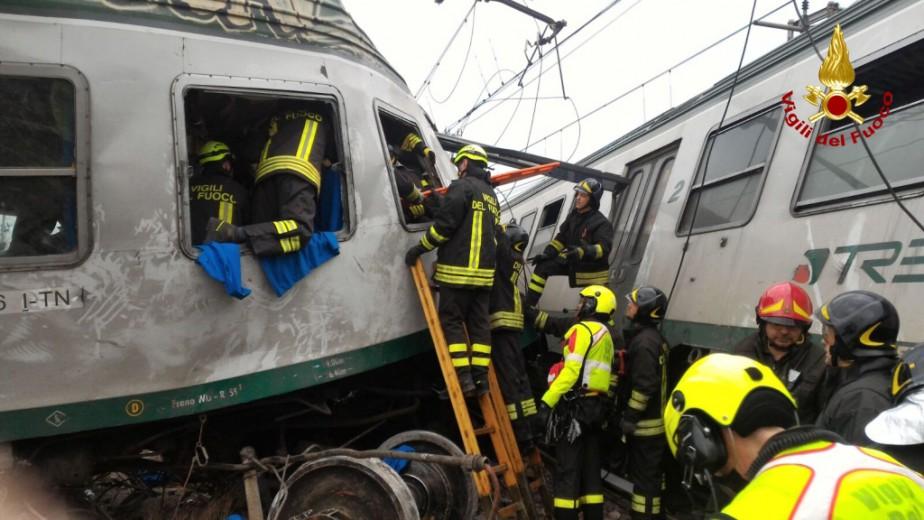 Les blessés les plus sérieux, tirés un à... (PHOTO AFP)
