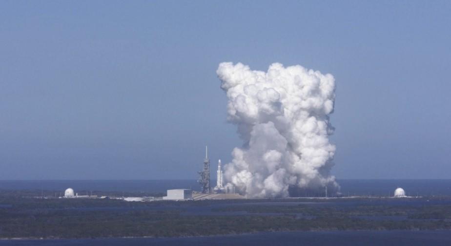SpaceX a fait un test d'allumage au sol mercredi au Cap Canaveral, en Floride. (photo : spacex via AP)