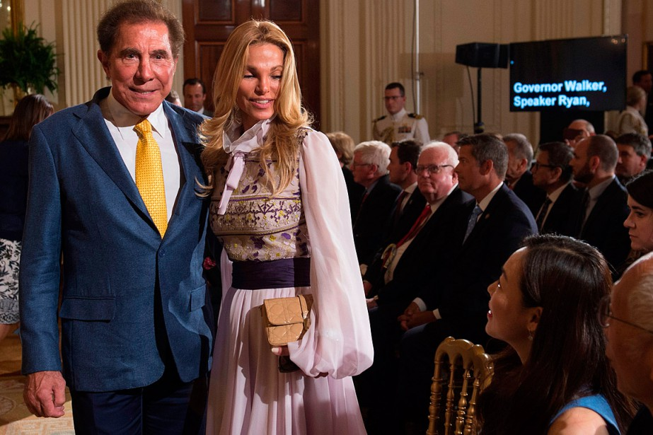 Steve Wynn et son épouse Andrea, en juillet 2017... (PHOTO SAUL LOEB, ARCHIVES AGENCE FRANCE-PRESSE)