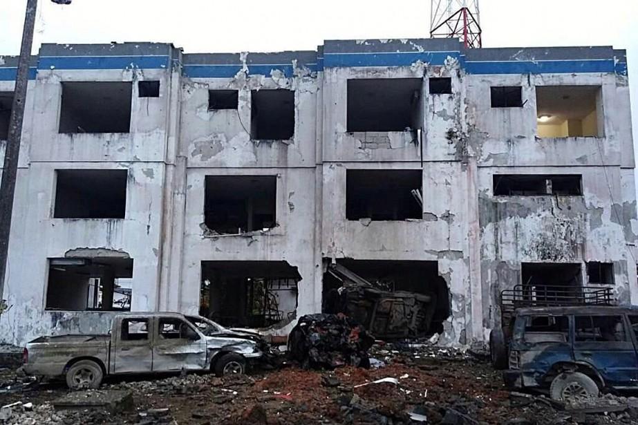 L'explosion a endommagé plusieurs dizaines de maisons aux... (PHOTO REUTERS/FOURNIE PAR LE MINISTÈRE DE L'INTÉRIEUR DE L'ÉQUATEUR)