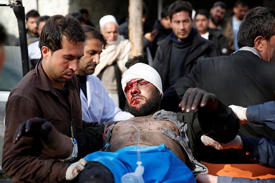L'explosion d'une ambulance piégée dans le centre de... (PHOTO MOHAMMAD ISMAIL, REUTERS)