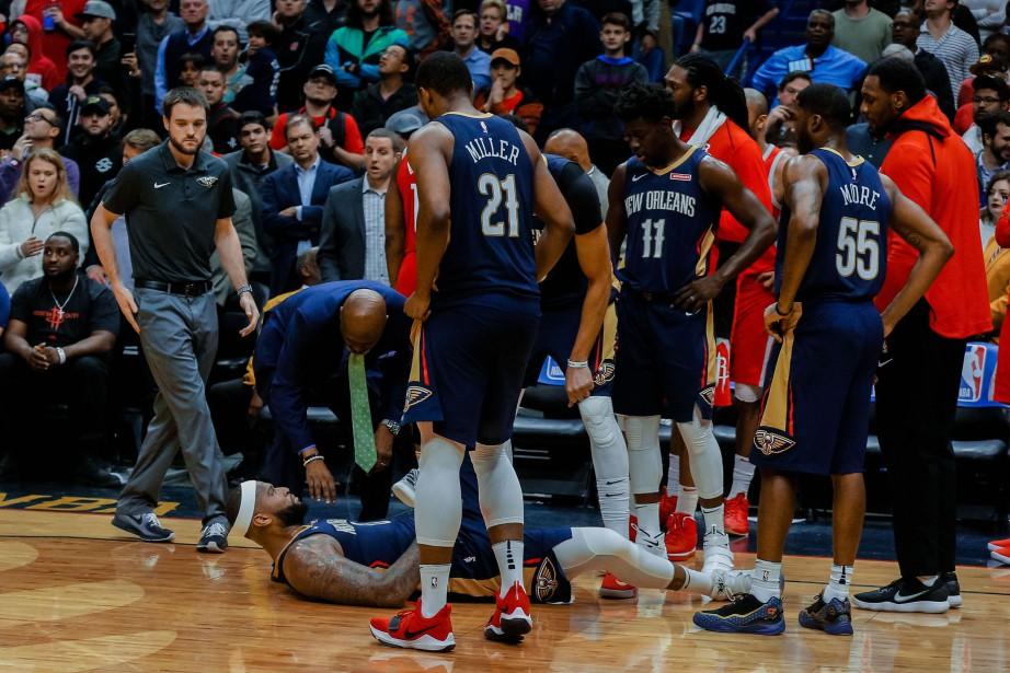 DeMarcus Cousins (0) vient de subir une blessure... (Photo Derick E. Hingle, USA TODAY Sports)